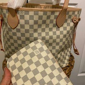 Neverfull Louis Vuitton handbag